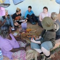 Julia, Taylar, Lisa, Elspeth w ladies weaving